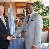 IMO Secretary General Koji Sekimizu with His Excellency Paul William Lumbi, High Commissioner of the Republic of Zambia to the United Kingdom (Photo: IMO)