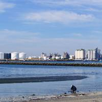 Japanese oil refiner Cosmo Oil is to build new storage capacity for IMO-compliant low-sulfur fuel at its Chiba facility. (Photo © Adobe Stock / show999)