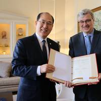 Kitack Lim with Guy Trouveroy (Photo: IMO)