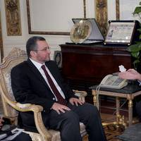 L to R: Egyptian Prime Minister Hesham Qandil and Eni CEO Paolo Scaroni.