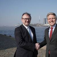 Left: Hendrik-Jan van Engelen, director MCA Brabant, right: Emile Hoogsteden, director Containers, Breakbulk & Logistics Port of Rotterdam. Photo: Marc Nolte, Port of Rotterdam
