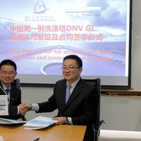 Liu Xiaofeng, Head of Dept. Noise & Vibration, Mechanical & System, DNV GL Maritime Advisory Services Greater China, Jacky Chow, Chief Operating Officer  Shanghai Bluesoul, sign the advisory service contract. Photo DNV GL