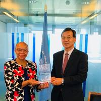 Mr. Masafumi Kuroki presents a memento of appreciation to Dr. Cleopatra Doumbia-Henry (Photo: ReCAAP ISC)