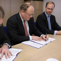 Mr Uffe Nyborg Johansen, President & General Manager Services, Wärtsilä in Denmark, Mr Paul Carsten Pedersen, Chief Executive Officer, Maersk FPSOs and Maersk LNG and Mr Christoph Vitzthum, Group Vice President, Wärtsilä Services, sign the service agreement between Wärtsilä and Maersk LNG. (Photo courtesy Wärtsilä Corporation)