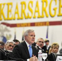 Navy Secretary Ray Mabus addressed a Senate hearing on energy aboard the USS Kearsarge (Photo: U.S. Navy)