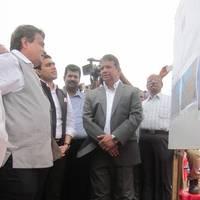 Nitin Gadkari (l) laid the foundation stone