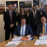 On the contract signing photo from left to right: First row: Joppe Neijens (Sales manager, Damen Shipyards Group), Simon Willis (CEO, Hanson UK). Second row: James Whitelaw (Managing Director, Asphalt & Contracting, Hanson Aggregates), Louise Collacott (Company Solicitor, Hanson UK), Jas Suman (Purchasing Director, Hanson UK), Rod Lafargue (Managing Director, Hanson Aggregates Marine), Martin de Bruijn (Managing Director Workboats, Damen Shipyards Group)