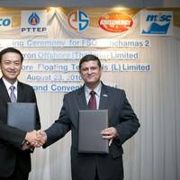 Pairoj Kaweeyanun, President of Chevron Offshore Thailand, Ltd., and Tuan Syed Hashim Syed Abdullah, Vice President Offshore Business of MISC Berhad, after the signing of agreement between Chevron Offshore (Thailand) Ltd. and MISC Offshore Floating Terminals (L) Limited. (Photo: MISC Berhad)