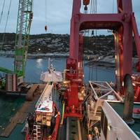 """Parts of the frigate """"Helge Ingstad"""" seen from one of the two barges. Photo by Bendik Skogli, Norwegian Armed Forces"""