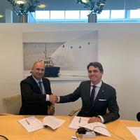 R. Hakan Sen, CEO, Med Marine (L) with Mattias Hellström, Cluster Managing Director, Scandinavia & Germany, Svitzer (R) (Photo: Svitzer)