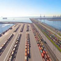 Railway by the Port of Los Angeles - Credit:helivideo/AdobeStock