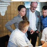 Reinert Fredriksen, Aker Solutions, Karin Liset, Aker Solutions, Hans-Kristian Gjever-Enger, Grieg, Cato Esperø, Wärtsilä and Miika Heikkinen, Northen Works design, working together to find new solutions. Photo: Nor-Shipping