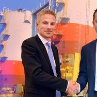Remi Eriksen, DNV GL Group COO and Executive Vice President, shaking hands with Stein Eggan, Chief Executive Officer of Marine Cybernetics (Photo courtesy DNV GL)