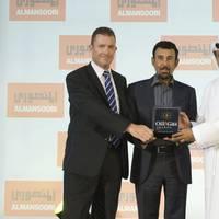 R-HE Khamis Juma Buamim, Chairman_of DDW & MW receiving the Award