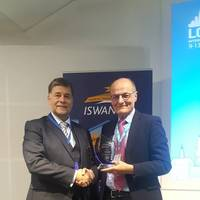 Ronald Spithout, President of Inmarsat, presents ISWAN's Seafarer Centre of the Year award to LSC CEO John Wilson. (Photo: ISWAN)