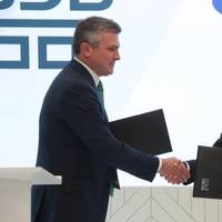 The agreements were signed by Nikolay Kolesnikov, Executive Vice President and CFO of Sovcomflot (right), and Artem Dovlatov, CEO of VEB-Leasing (left). Photo: PAO Sovcomflot (SCF Group)