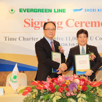 The charter parties were signed by EMC Chairman Mr. Anchor Chang and President of Shoei Kisen Kaisha Mr. Yukito Higaki. (Photo: Evergreen)