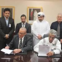 The MoU was signed by CEO of N-KOM Chandru Rajwani (right) and Seppo Hautajoki (left) Managing Director of Wärtsilä Doha LLC & Wärtsilä Gulf FZE (Dubai). (Photo: N-KOM)