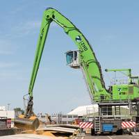 The SENNEBOGEN 875 E Hybrid material handler offers increased working loads and reaches of up to 95 ft. (29 m) with the lowest energy consumption.