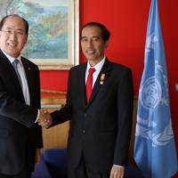 The visit by Indonesia's President Joko Widodo (right) was part of Lim's initiative to raise awareness of IMO within the broader audience of global leadership (Photo: IMO)