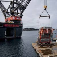 The world's largest crane vessel Sleipnir is lifting the SEP module in front of the North Sea Hall in Haugesund. Photo Øyvind Sætre/Aibel.