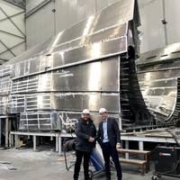 Tom Nevin (Managing director, High Speed Transfers), Arjen van Elk (Sales Manager, Damen Shipyards Group) (Photo: Damen Shipyards Group)