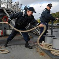 USS Gettysburg Sailors Cast Off: Photo credit USN