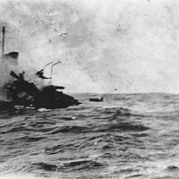 USS Jacob Jones (DD-61) sinking, photographed by Seaman William G. Ellis. (Smithsonian Institution Photograph)
