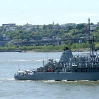 USS Sentry (MCM 3) (U.S. Navy photo by Johnny Bivera)