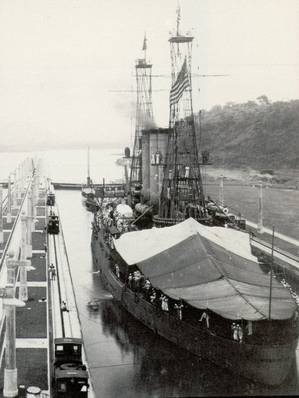 USS Missouri in the Panama canal, Miraflores Locks. (U.S. Navy photo)