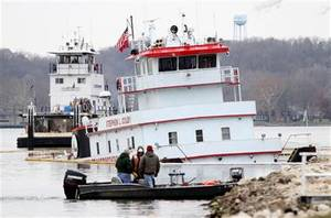 Stephen L. Colby sank Monday after striking a submerged object on the Mississippi River in LeClaire, Iowa. Photo: Kevin E. Schmidt / AP