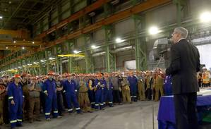 Kevin McCoy, President of Irving Shipbuilding and hundreds of employees at the Halifax Shipyard mark the start of production of the first Arctic Offshore Patrol Ship today (CNW Group/J.D. Irving, Limited)