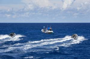 HMAS Wollongong send their boarding party team to investigate a vessel for possible breaches of Australian laws. (Photo: Commonwealth of Australia)
