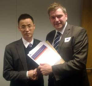 Mr Li Hongwei (left) with LR's Jim Heath