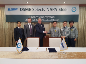 Center: Ilmo Kuutti, President of NAPA Group (left) shakes hands with Kwan-Won Sohn, Head of Ship Business Unit at DSME after signing the contract in Geoje on February 6, 2018 (Photo: NAPA)