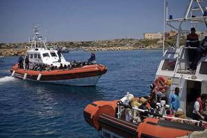 Italian coastguard vessels rescue people on the Mediterranean (Photo: United Nations)