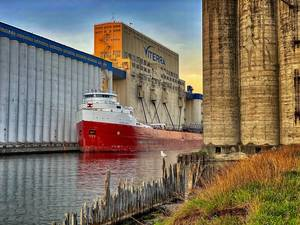 CSL Frontenac loading grain at the Port of Thunder Bay. Photo Credit: Michael Hull, Chamber of Marine Commerce)
