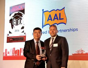 Wolfgang Harms (right), Managing Director, AAL Japan, receiving AAL's award at the 2014 AFSCAs:  'Best Shipping Line – Project Cargo 2014'