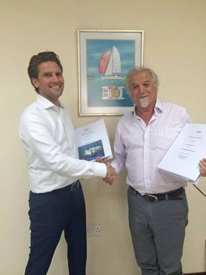Contract signing Clive Frost and Pascal Slingerland Photo Damen