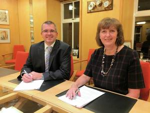 Contract signing Photo Lerwick Port Authority