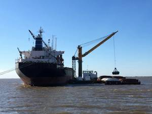 DAMEN Transshipment Crane Barge for Agribulk handling Photo Damen