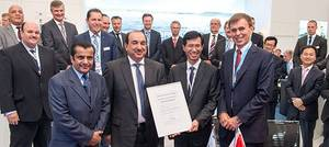 "From right to left: Tor Svensen, CEO of DNV GL Maritime, presents the Approval in Principle for the first ""LNG Ready"" mega box ships to Oi Hyun Kim, CEO and COO of HHI's Shipbuilding Division, and Waleed Al Dawood, COO of United Arab Shipping Company, in the presence of His Excellency Sheikh Ali Bin Jassim Al Thani, UASC Board Member."
