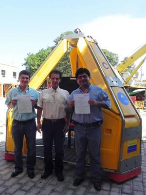 L-R: Víctor Manuel Santillana Santos, GINEMEX administrative director; Isaias Roberto Santillana JuÁrez, GINEMEX general director; and Luis Fernando López Martínez, GINEMEX commercial and project manager