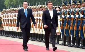 Chinese Premier Li Keqiang (L, front) holds a welcoming ceremony for visiting Greek Prime Minister Alexis Tsipras (R, front) before their talks in Beijing, capital of China, July 4, 2016. Photo: Xinhua