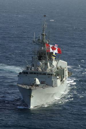 HMCS Toronto in the Arabian Gulf. Credit: Colin Kelley