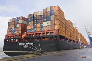 a Hapag Lloyd containership alongside during cargo operations (Hapag Lloyd)