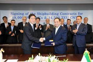 At the signing ceremony of the contracts, Chung Ki-sun, executive vice president of Corporate Planni. Photo: Hyundai Heavy Industries (HHI)