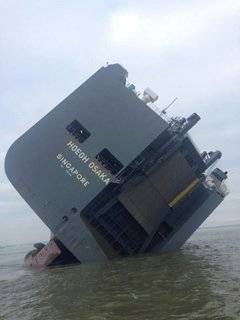 Car carrier vessel Hoegh Osaka ran aground Saturday, January 3 after departing from Southampton for Bremerhaven, Germany. (Photo: MAIB)