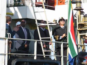 Hoisting of the South African flag. (Photo: Port of Port Elizabeth)