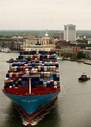 A containership makes its way up the Savannah River to the Georgia Ports Authority Garden City container terminal in Savannah, Georgia. (Photo: Georgia Ports Authority/Stephen Morton)